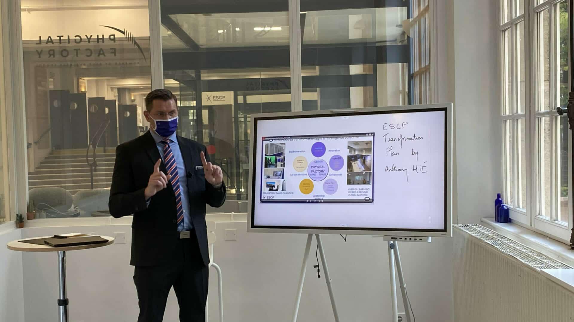 ESCP Business School lance un dispositif pédagogique et numérique innovant : la Phygital Factory. Zoom sur ce nouvel outil !